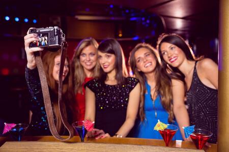 צילום בנות במסיבה